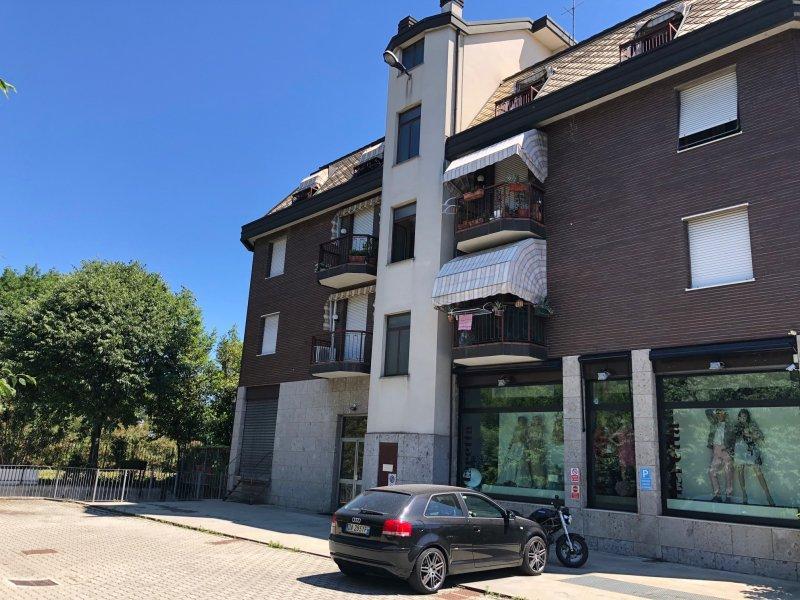 Immobile con negozio e terreno - Недвижимость с магазином и земельным участком
