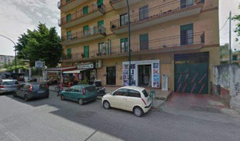 Fitto negozio fronte strada - аренда уличного магазина